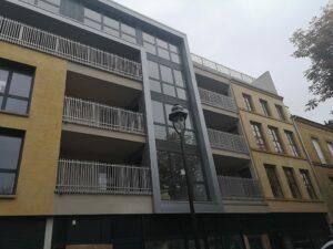 Garde-corps métallique sur un immeuble
